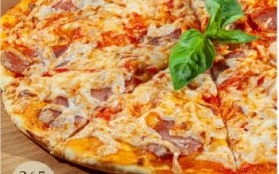 Пицца с салями и трюфельным маслом